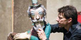 Spectacle « Les histoires de poche de M. Pepperscott ». Spectacle de marionnettes par la Compagnie Drolatic Industry à la médiathèque de Questembert.