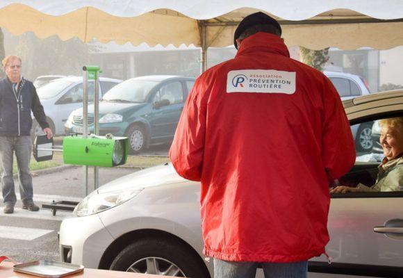 Opération réglage des phares avec la police municipale de à Questembert et la prévention routiere